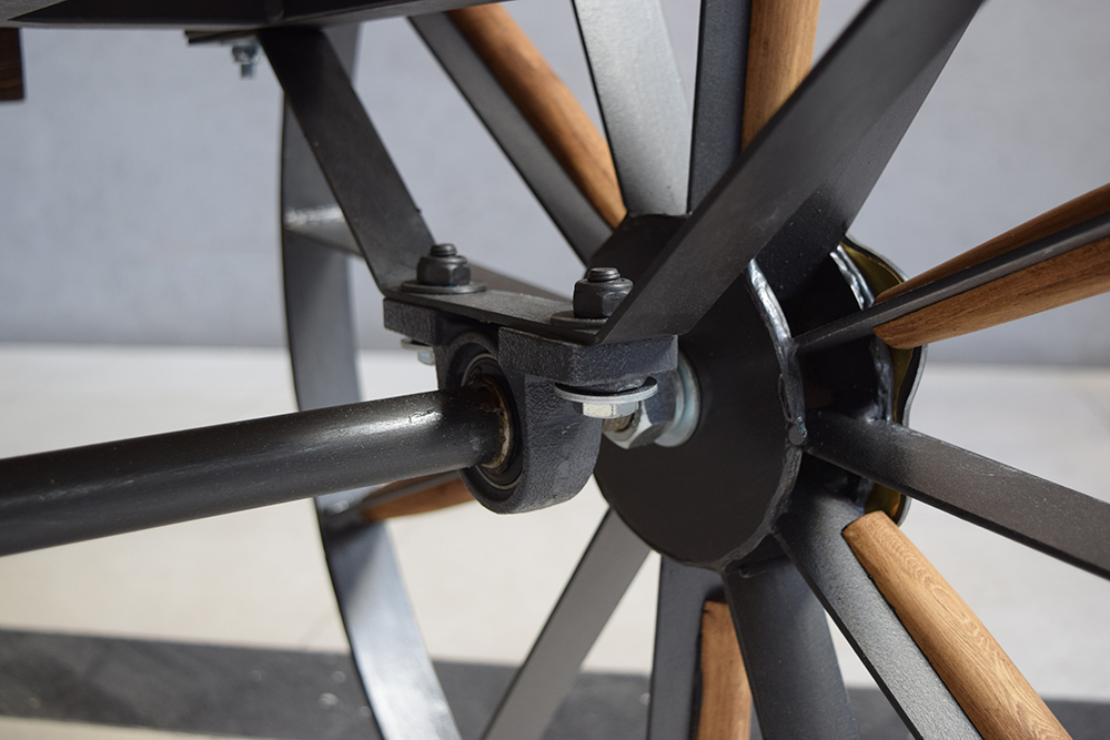 Chariot wheel motion system